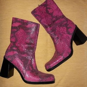 💞 Pink/Black, Snake-Print Leather Boots!